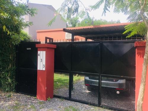 Casa Tipo Chalet, En General Rodriguez, Con Pileta***