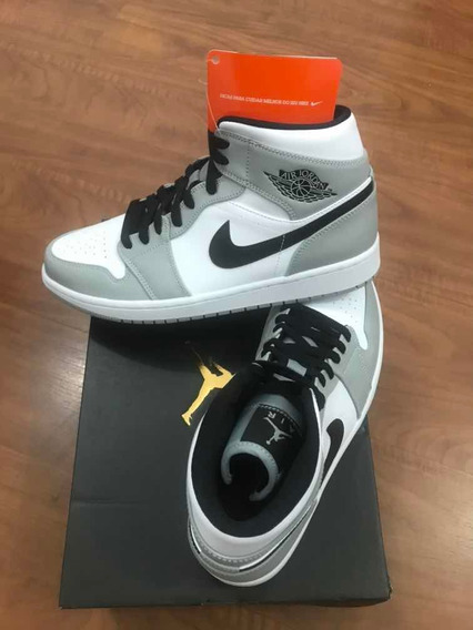 Tênis Nike Air Jordan 1 MidSmoke Grey