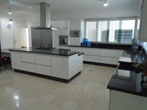 Vende Casa La Viña Calle Cerrada Cod. 4073878. 800t.500c.sgr
