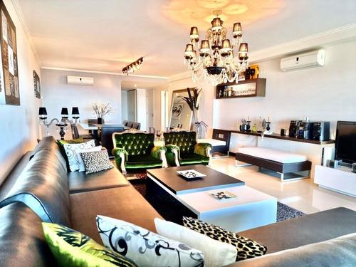 Apartamento En Torre Lobos Frente A Playa Brava, 3 Suites Y Servicio- Ref: 341