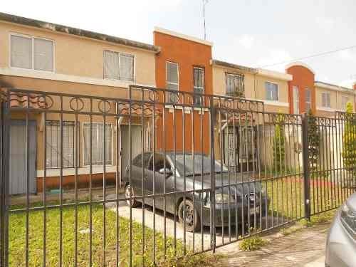 Estrena! Casa De 2 Niveles En Condominio De Solo Cuatro Casas.