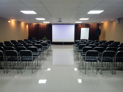 Alquiler De Auditorio Equipado -capacidad Hasta 150 Personas