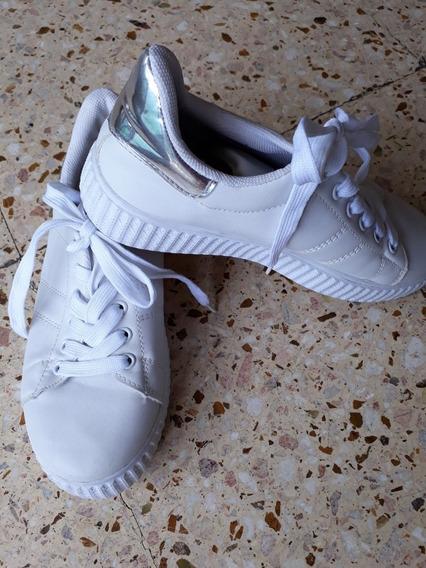Zapatillas De Mujer Blancas.Marca Sibilla.urbana