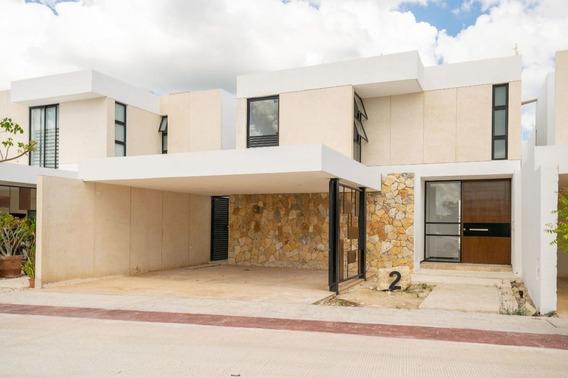 Casa En Venta En Privada En El Norte De Mérida