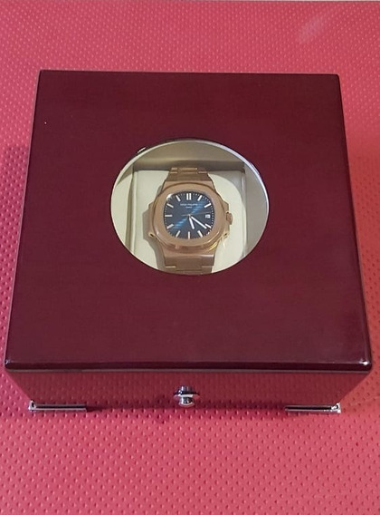 Relógio Patek Philippe Nautilus Dourado Com Caixa Usado