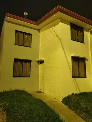 Se Alquila Casa Con 4 Cuartos, Estudio, 2 Baños, Sala, Cocin