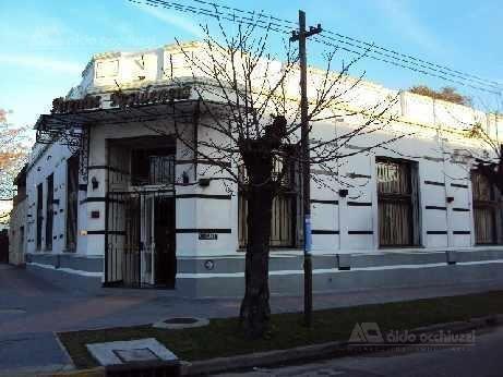 Salon De Fiestas Sobre Avenida / Importante Esquina