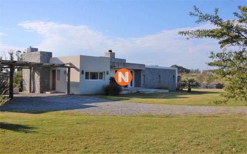 Casa En Venta De Muy Buena Construcción En El Quijote- Ref: 217920