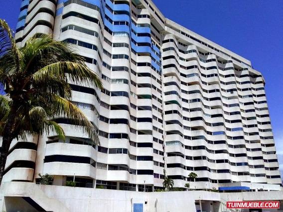 Apartamento En Alquiler. Urb. Costa Azul