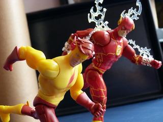 Combo Kid Flash 2 Universe Figuras Design Hqs Oferta Rápida