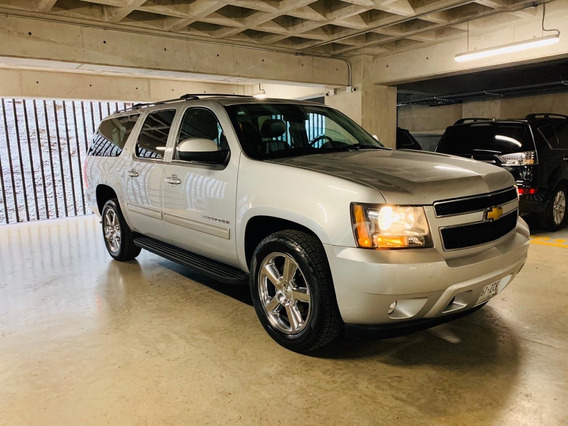 Chevrolet Suburban Semi Nueva Equipada