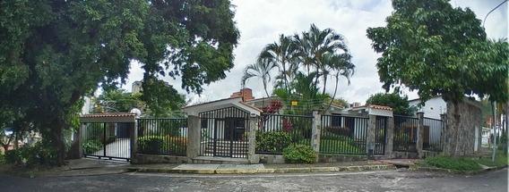 Casa En Venta En Lomas Del Este Valencia 20-4464 Ajc