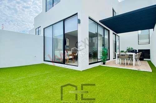 Casa Nueva Con Amplio Jardín En Zibatá En Privada Con Alberca Y Doble Filtro De Seguridad $2,081,600 Queretaro