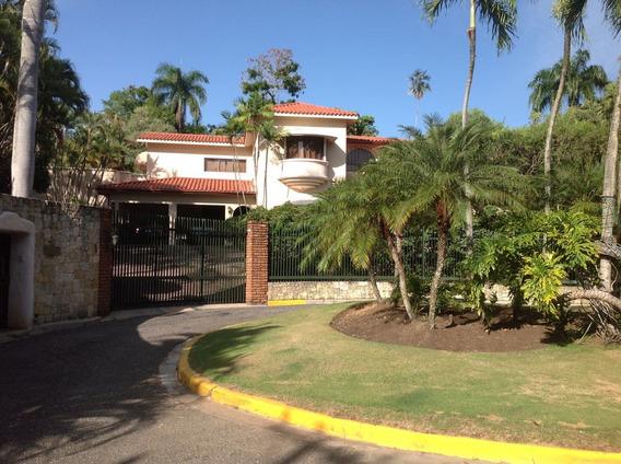 Casa De Lujo En Renta En Los Pinos De Arroyo Hondo De 4 Habs