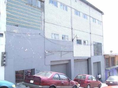 (crm-1404-543) Edificio De Tres Niveles Con Estacionamiento Techado, Excelente Opción Por Ubicación !!!