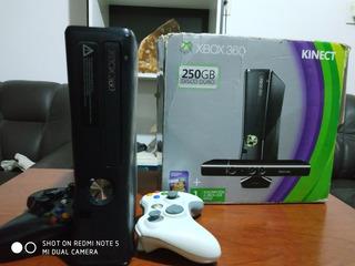 Xbox 360 Slim Chipeada De 250gb + 2 Mandos + 30 Juegos.