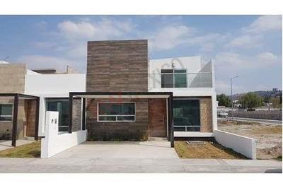 Se Vende Casa Nueva Centrica Con Habitación En Planta Baja