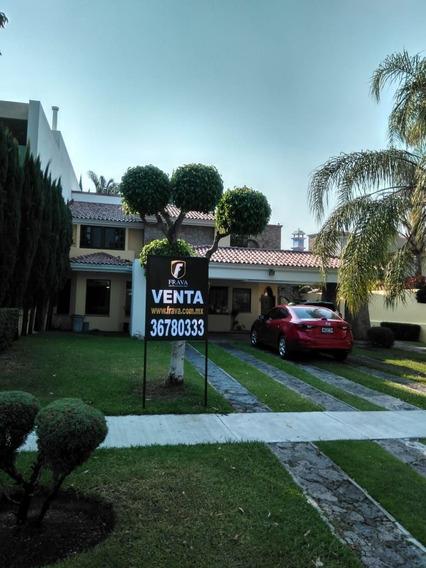 Casa En Venta En El Fraccionamiento Valle Real