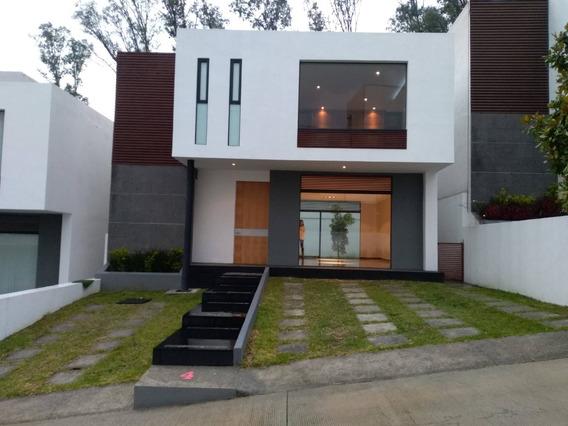 Residencia En Conjunto Horizontal En Renta Casi Nueva