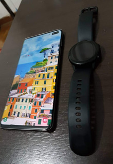Samsung Galaxy S10 Plus + Galaxy Watch Active