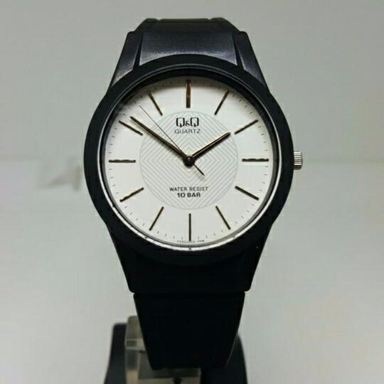Relógio Feminino Borracha Visor Branco Super Leve Lindo Q&q