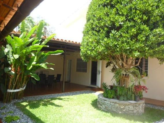 Casa En Venta Zona Este Barquisimeto 20-18674 Zegm