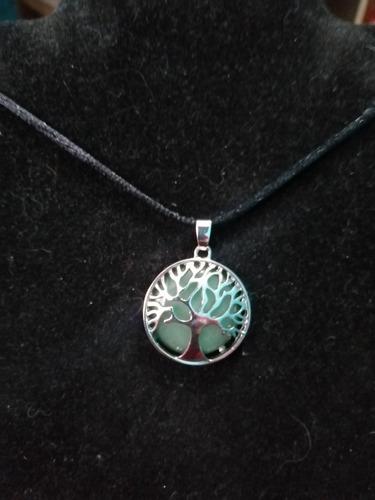 Imagen 1 de 4 de Collar Con Piedra Jade