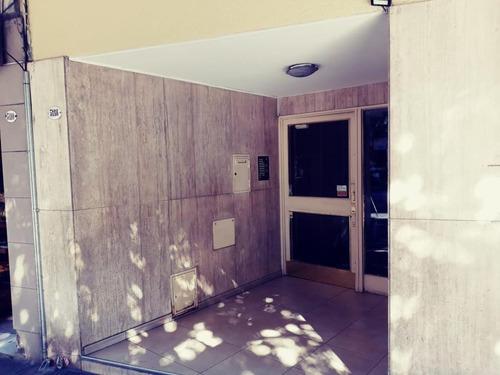 Departamento 2 Ambientes Cocina Separada, Lavad, Luminoso.