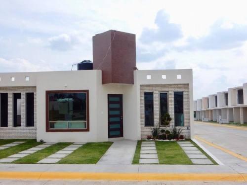 Casa De 3 Recamaras,172 M² De Terreno En Privada Con Alberca