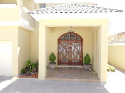 Casa Con Alberca En Venta En Las Canteras