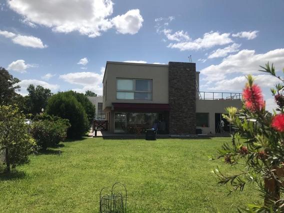 Casa En Venta De 5 Ambientes C/cochera Y Muelle Propio - Lagos De San Eliseo