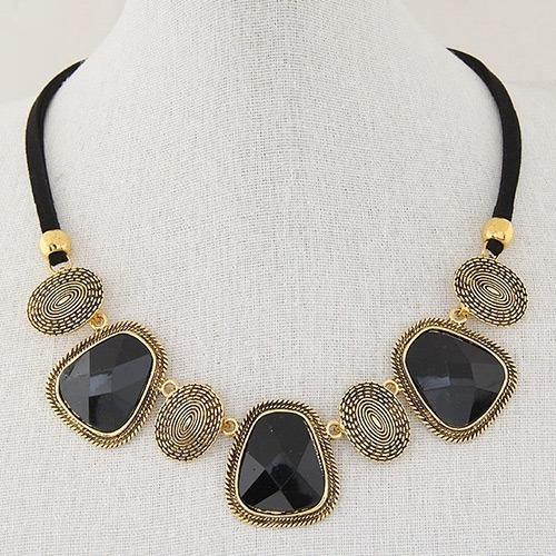 Collar De Gamuza Piedras Negras Y Doradas Caracol