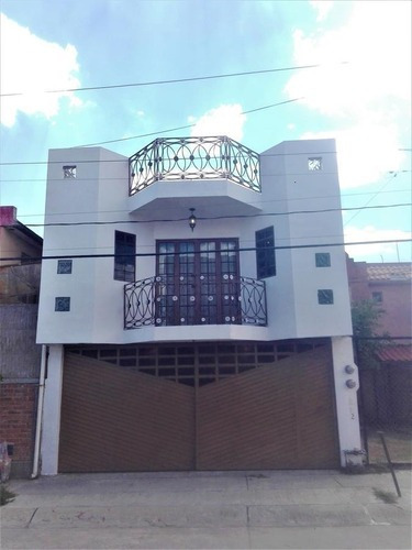 Casa En Venta En Villas De La Montaña 4 Recamaras Remodelada!