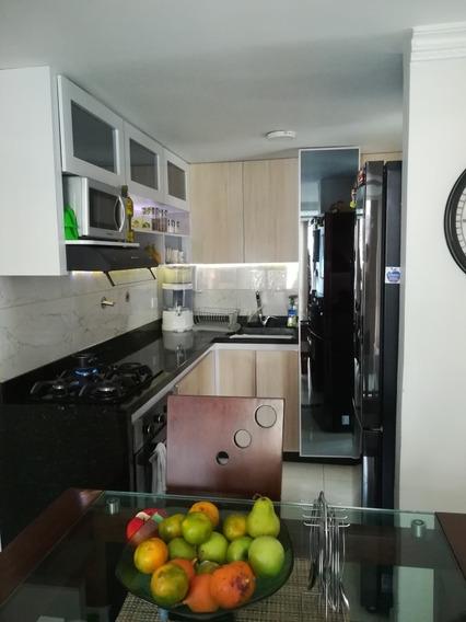 Apartamento Bien Ubicado E Iluminado; En Santa Lucía
