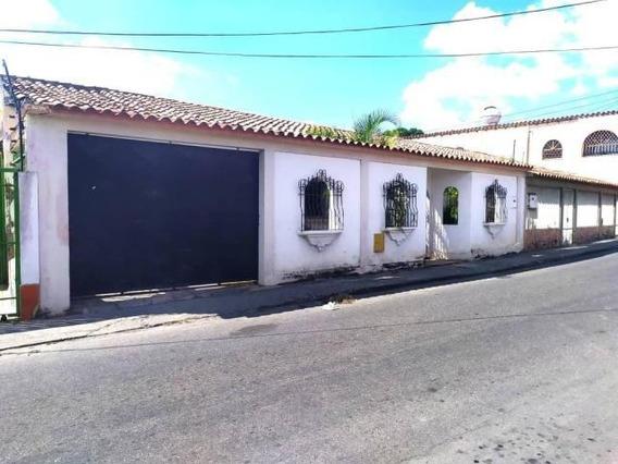 Casa En Venta Barquisimeto Centro 20-10619 Jg