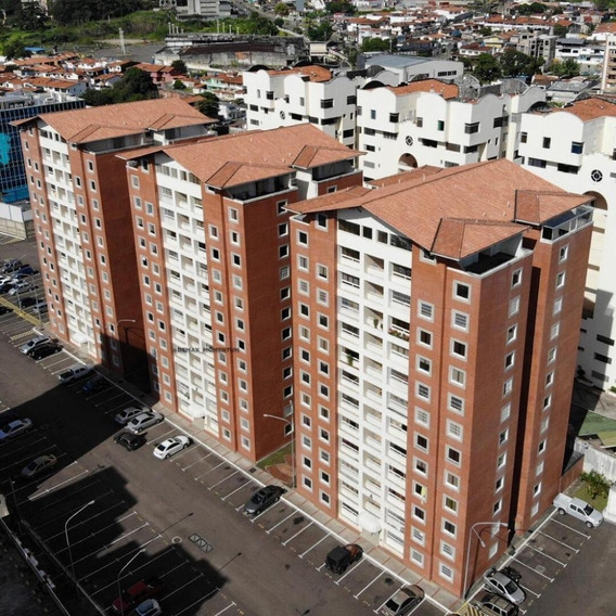En Alquiler Apartamento Semi Amoblado En Resd. Montecarlo