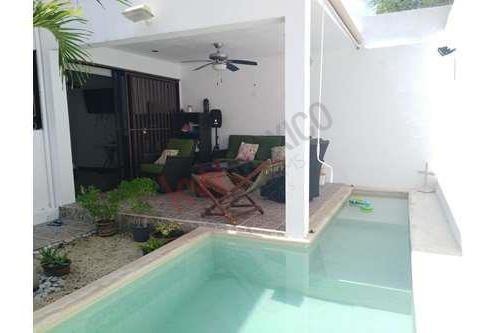 Casa En Francisco De Montejo En Venta Con 4 Habitaciones Y Alberca, Cerca De Centros Comerciales