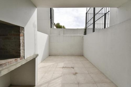 ¡apartamento Monoambiente En Venta En Buceo Con Patio Y Parrillero!