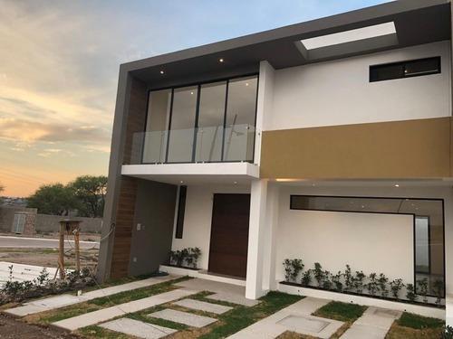 Casa De 3 Habitaciones En Cañadas Del Arroyo, Corregidora