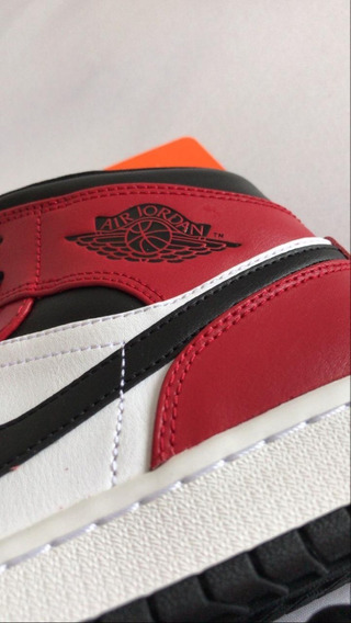 Air Jordan 1 Mid Gym Red Chicago Black Toe