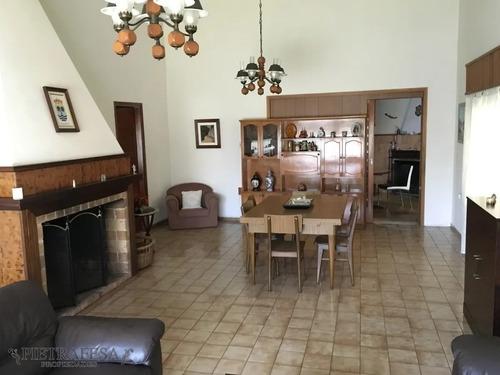 Casa En Venta Con Renta 4 Dormitorios 2 Baños Con Garaje Y Patio- Av. San Martín - Cerrito- Ref: 1424