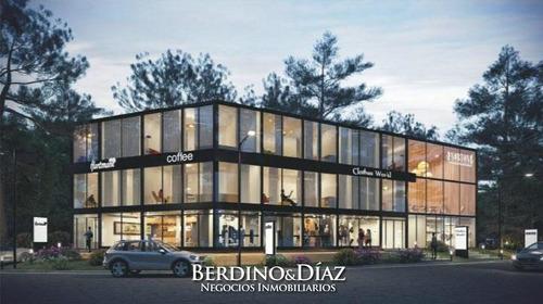 Alquiler Local De 100 M2 Frente A  Punta Shopping- Ref: 546