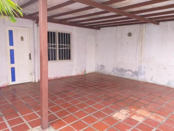 Casa En Venta En Las Calderas. Coro