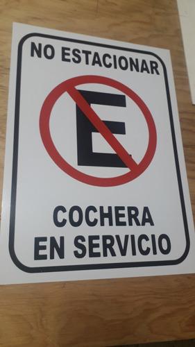 Imagen 1 de 3 de Letrero No Estacionarse Cochera 25x35cm En Lamina Gal