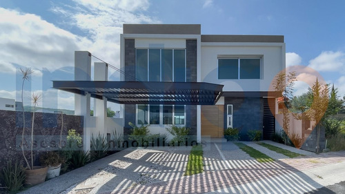 Imagen 1 de 30 de Casa Nueva En Venta En Colinas De Juriquilla Frente A Área V