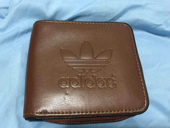 Billetera adidas Cuero Marrón Original. Con Cierre. Usada