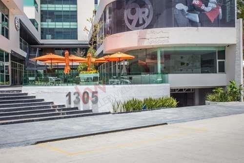 Local En Renta En Plaza Murano $25,500 Lomas Del Tecnológico, Frente Plaza San Luis.