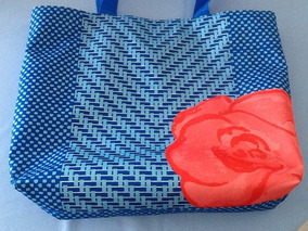 Bolsa Lancôme Azul Com Flor Vermelha Interior Vermelha