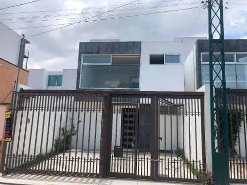 Casa En Venta 3 Recamaras Cerca De La Plaza Explanada Y Salidas Rápidas A Periférico Y La Recta