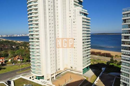 Lindisimo Edificio Con Todos Los Servicios Frente Al Mar- Ref: 395